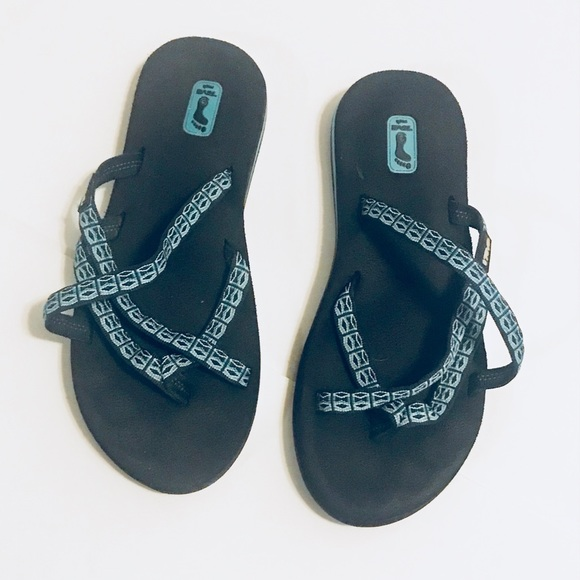 Teva Shoes - Teva Olowahu Sandals